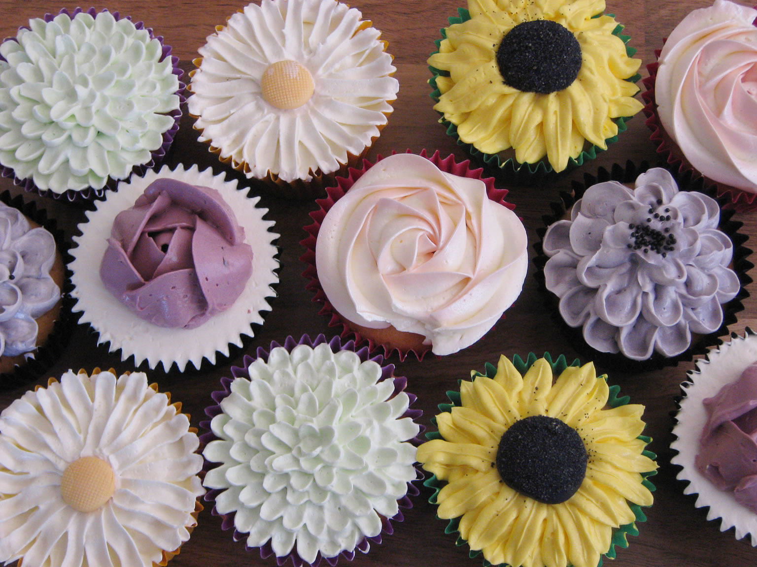 Piped flower cakes